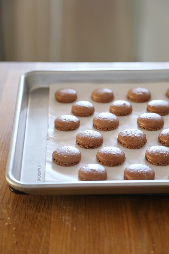 chocolate-macarons-8