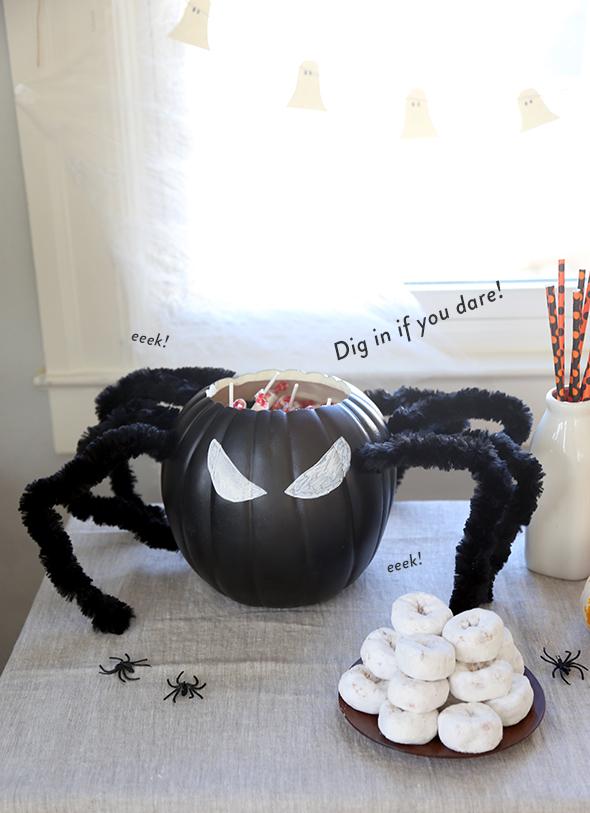 DIY halloween spider treat bucket