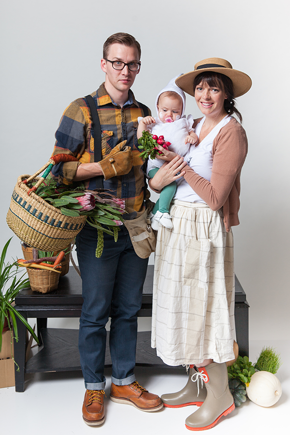 diy-family-halloween-costume  sc 1 st  Say Yes & Halloween Family Costumes: Gardeners and Garlic - Say Yes