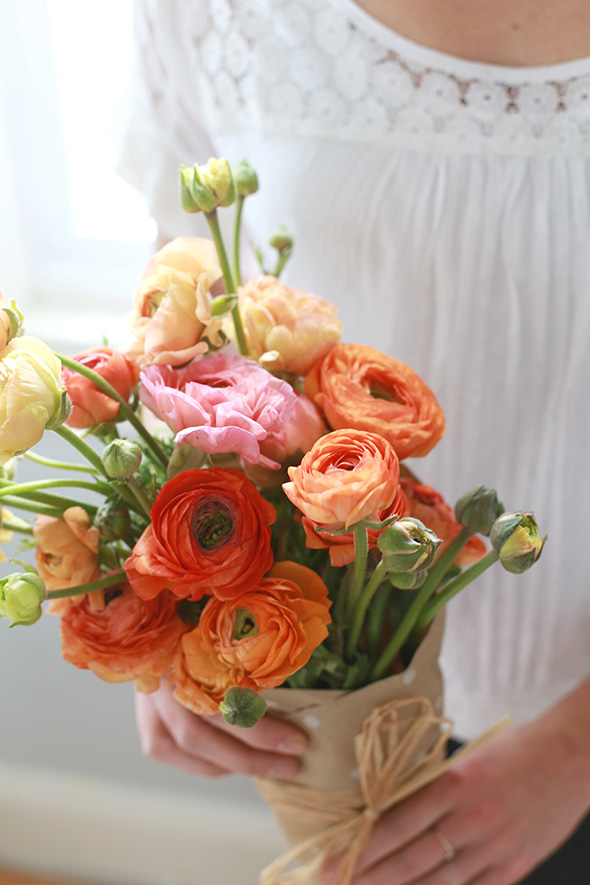 How To Wrap Bouquets Of Fresh Flowers A Genius Freshness Trick