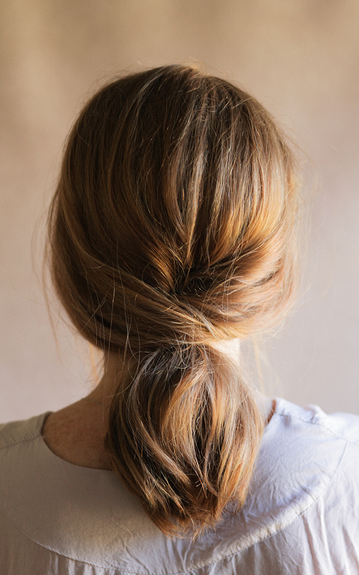 5 Easy Makeup Looks In Under 10 Minutes: 5 Minute Easy Updo For The Holidays